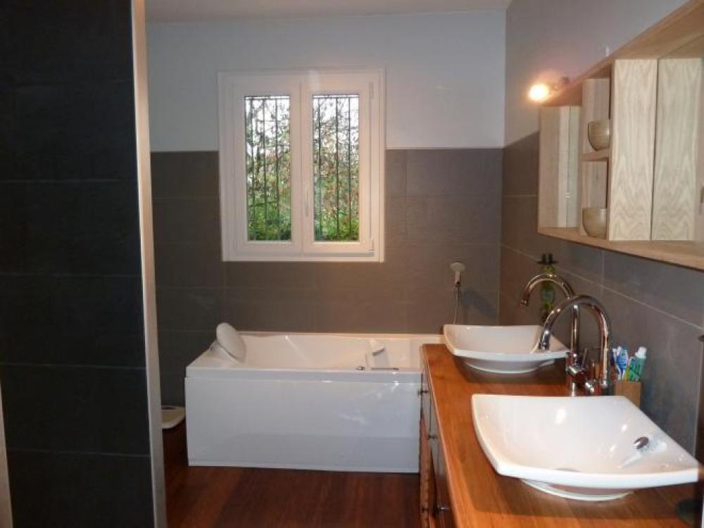 R alisations de r novation et travaux id2pro la rochelle for Decorer sa salle de bain