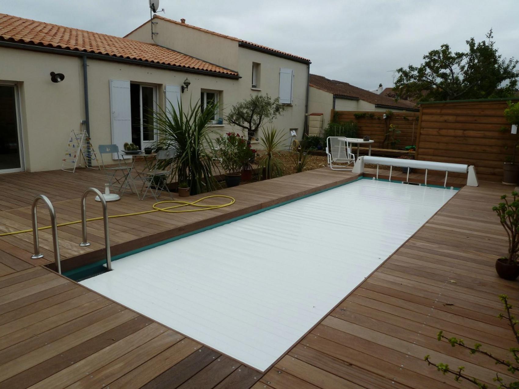 construction d 39 une piscine avec terrasse bois p rigny pr s de la rochelle. Black Bedroom Furniture Sets. Home Design Ideas