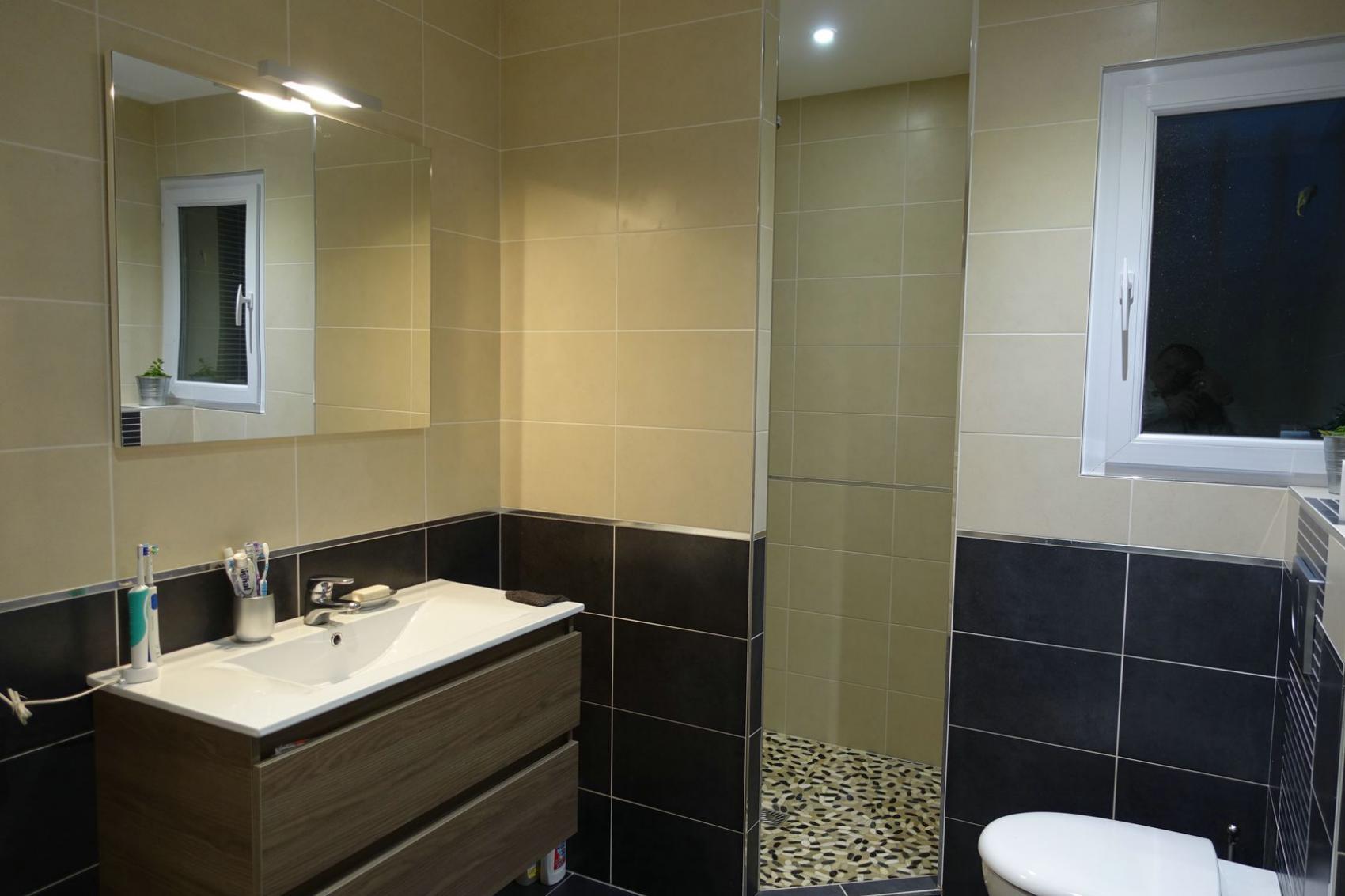 amnagement d une petite chambre amazing amenagement d une. Black Bedroom Furniture Sets. Home Design Ideas