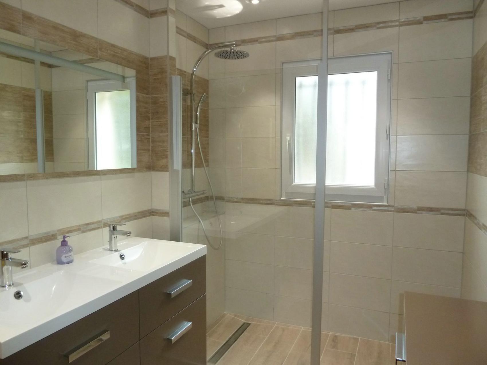 → Rénovation d\'une salle de bains en salle d\'eau à Lagord, proche ...