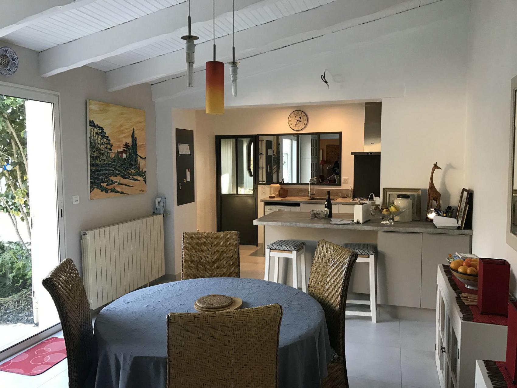 d coration d 39 un s jour cuisine nieul pr s de la rochelle. Black Bedroom Furniture Sets. Home Design Ideas